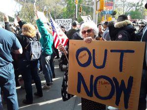 Trump fue recibido con protestas al dar discurso en Desfile de los Veteranos de NYC
