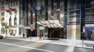 """Nueva habitación de hotel en Nueva York ofrece """"cama en el cielo"""" por $50 mil la noche ¿Cómo es por dentro?"""