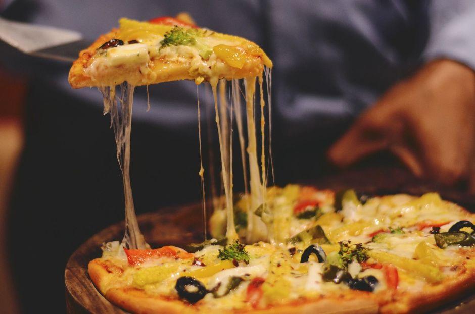 Gobernadores del área triestatal pelean por cuál estado hace la mejor pizza de EEUU