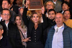 Señalan a presidenta interina de Bolivia, Jeanine Áñez, de aparecer en video porno; ella responde