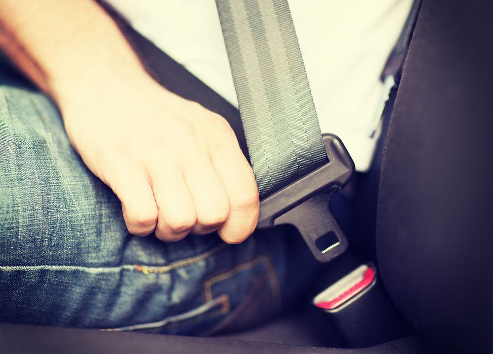 No importa la distancia que vayas a recorrer; usa siempre el cinturón de seguridad.