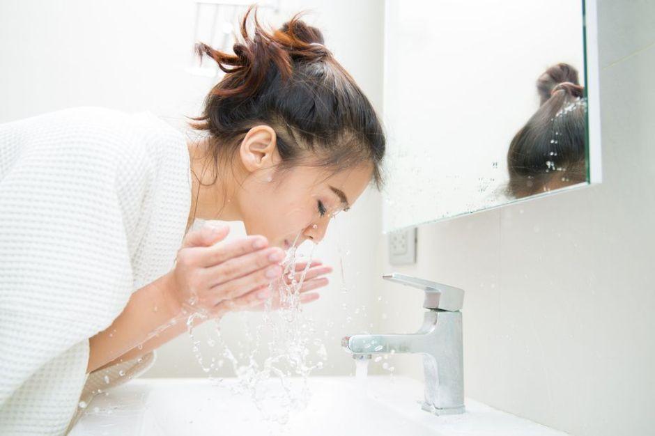 Los 3 mejores desmaquillantes en aceite para que no tapen los poros y ayuden a retirar todo el maquillaje