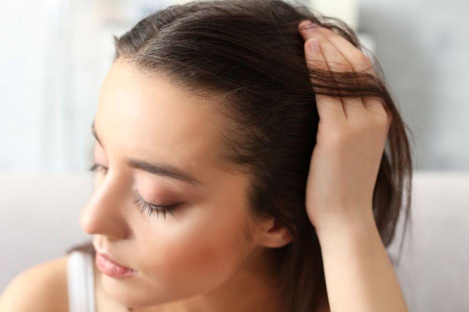 ¿Comezón y resequedad en el cuero cabelludo? 4 productos que mejoran y alivian esta condición