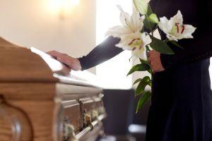 Quedó devastada por la muerte de su ex, pero se lo encontró en un restaurante años después