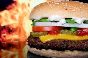 Burger King enfrenta demanda por polémica contaminación de sus nuevas hamburguesas veganas Impossible Whoppes