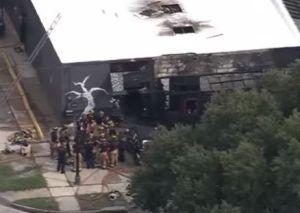 Video: Hombre ingresa a tienda en Houston y le prende fuego luego de regar gasolina