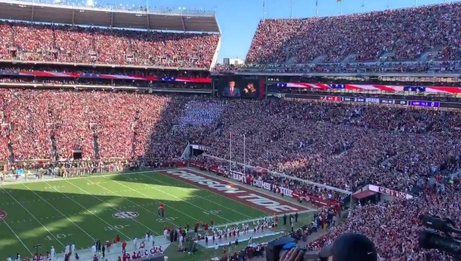 VIDEO: Trump se saca la espinita de abucheos en estadios con una tremenda porra en Alabama
