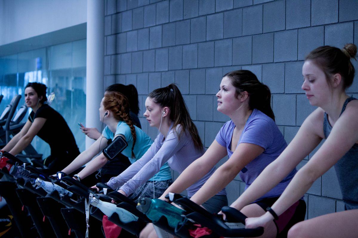 Lo que necesitas para bajar de peso: ¿que te insulten si no vas al gym?