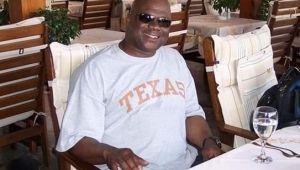Texas: Veterano del Navy llevaba tres años muerto en su apartamento y nadie se había dado cuenta