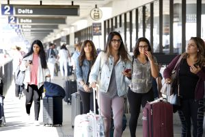 Se esperan casi 6 millones de personas en LAX durante la Navidad y Fin de Año
