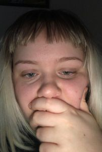 Le pidió a su esposo que le cortara el cabello, se arrepintió de inmediato
