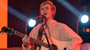 Justin Bieber vuelve a interpretar sus antiguos éxitos navideños como regalo para sus fans