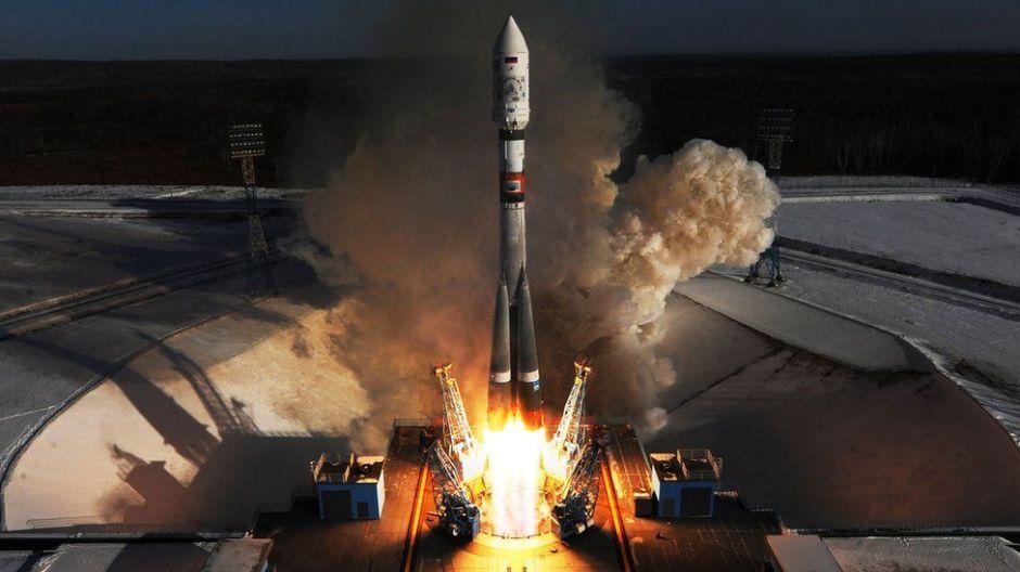 """Cómo el espacio se volvió el nuevo """"teatro de guerra"""" entre Rusia, China y Estados Unidos"""