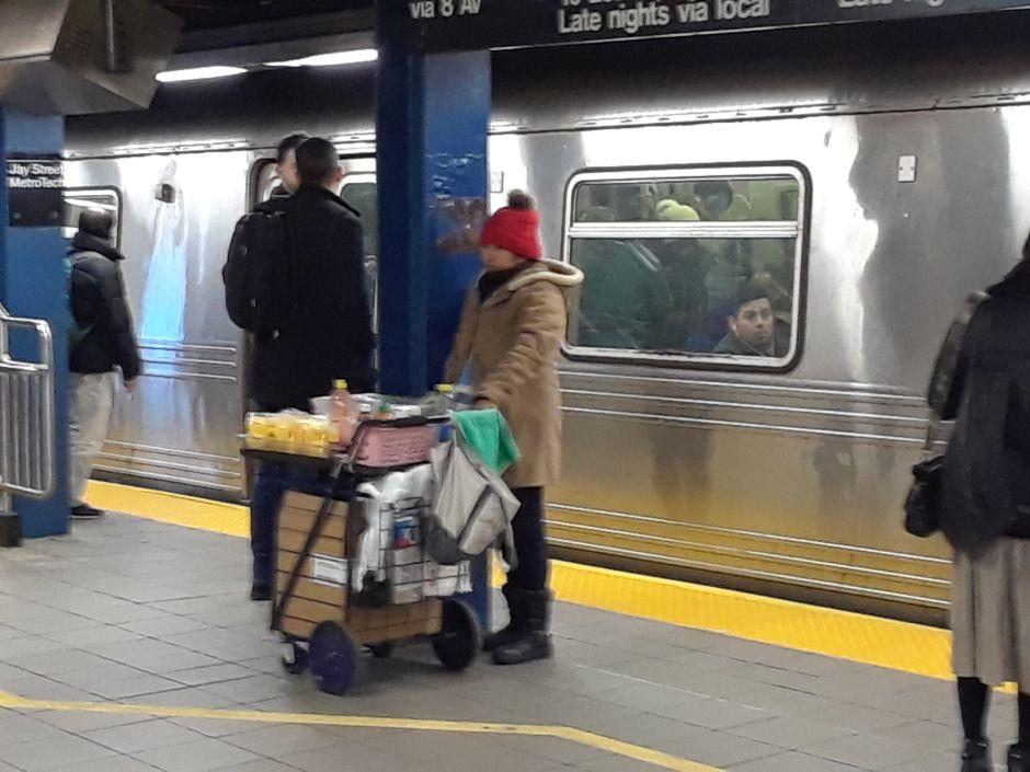 NYPD sólo persigue a hispanos y negros en el Metro, admiten los mismos policías