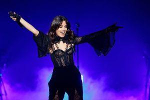 """Camila Cabello publica su disco """"Romance"""" y el primero en descargarlo es Shawn Mendes"""