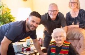 Houston: José Altuve, de los Astros, visitó a una joven aficionada que cumplía 100 años