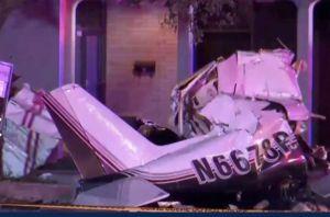 Avioneta se estrella en vecindario de San Antonio, se reportan 3 muertos