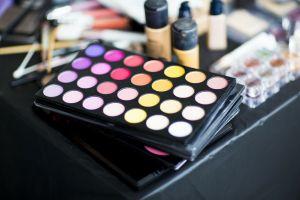 Las bacterias mortales que pueden habitar en tu maquillaje