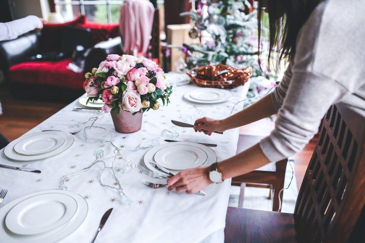¿Tienes una fiesta en casa? Recomendaciones para servir tus comidas sin riesgos de salud para tus invitados