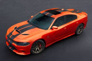 Ford GT ridiculiza a Dodge Challenger HellCat en carrera de velocidad