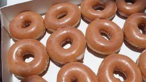 Krispy Kreme te da una docena de donas GRATIS este martes