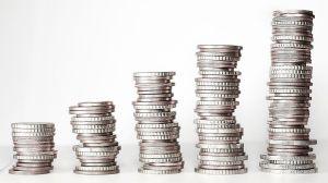 4 errores con el dinero que podrían costarte más de $6,000 al año