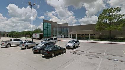 Menor supuestamente violada en el pasillo de su escuela en Texas y nadie intervino