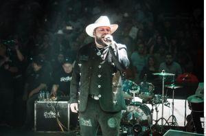 """VIDEO: Larry Hernández y El Fantasma cantan """"El Rey"""""""