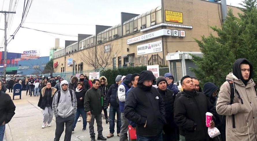 Inmigrantes acuden en masa a tramitar sus licencias en primer día de nueva ley