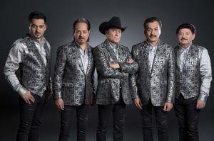 Los Tigres del Norte le cantan a Vicente Fernández