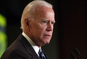Sarah Sanders se disculpa por tuitear burlándose de Biden durante el debate demócrata