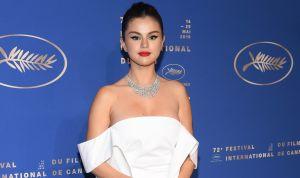 Selena Gomez pasó toda la Navidad firmando miles de copias de su nuevo disco