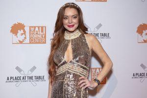 ¡De infarto! Lindsay Lohan deja ver sus atributos en un ardiente top de encaje y transparencias