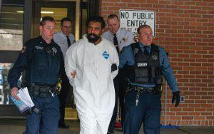 Sujeto que atacó a machetazos a varios en celebración judía fue detenido cubierto de sangre por NYPD