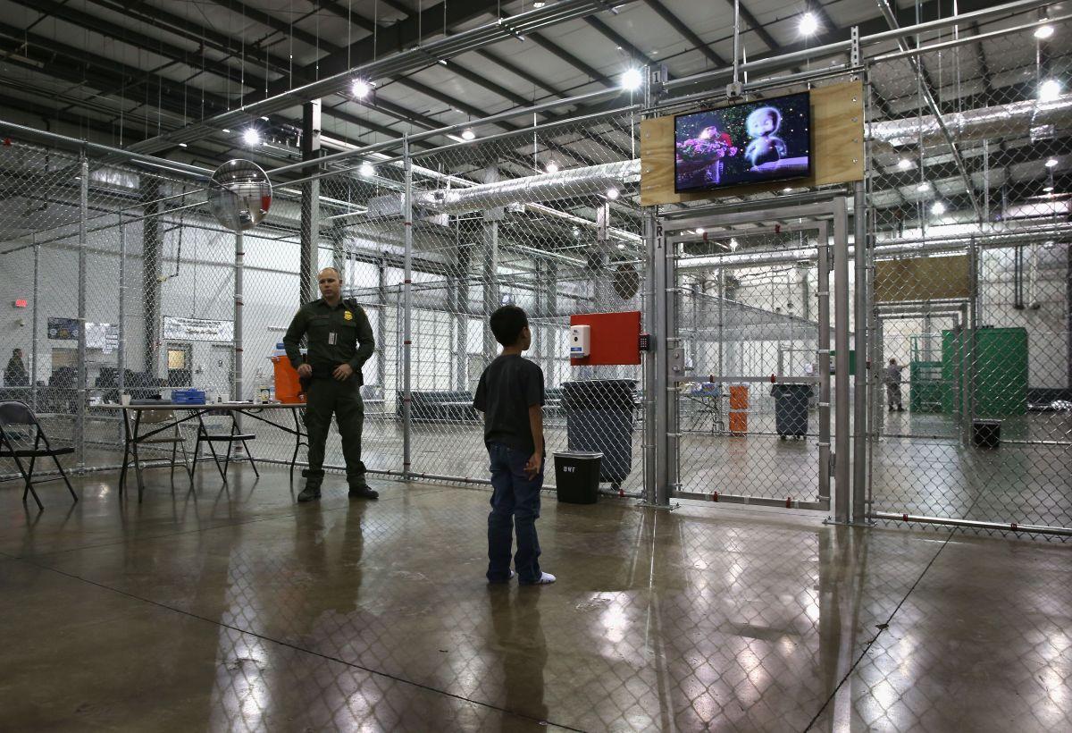 Miles de niños pasan la Navidad enjaulados por el gobierno de Trump