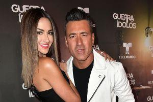 Jorge Bernal en una posición extrema con su esposa