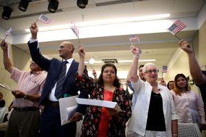 El primer condado en decidir si prohibiría o no la llegada de nuevos inmigrantes decidió aceptarlos