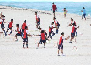 ¡Héroes! Jugador y técnico del Atlante salvaron a hombre de morir ahogado en Cancún