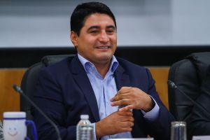 """¡Hay tiro! Érik 'Terrible' Morales se va contra JC Chávez: """"Sí se puede pelear fracturado"""""""
