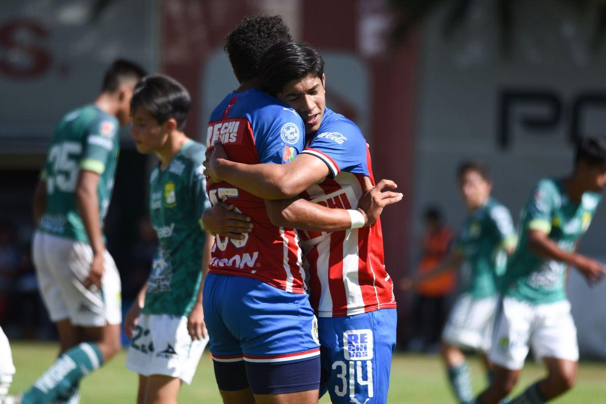 ¿Rudo y Cursi? Gael García Bernal es futbolista y juega en las Chivas