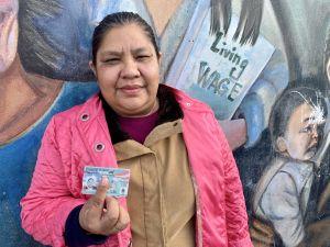 Madre indocumentada logra residencia gracias a hija reservista del Ejército