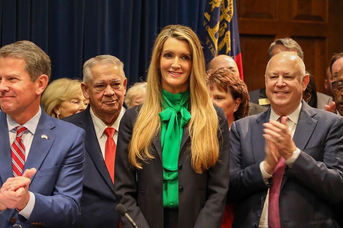 Escándalo: Senadora casada con ejecutivo de Wall St especuló con acciones tras acceder a información confidencial sobre coronavirus