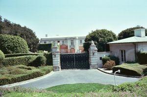 El hijo de Rupert Murdoch compró la mansión del ex dueño de Univision por una cifra millonaria récord en Los Ángeles