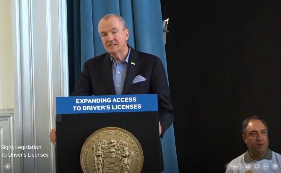 Gobernador de Nueva Jersey firma ley que dará licencias de conducir a indocumentados ¡Ya es oficial!