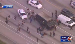 Al menos 4 muertos tras balacera por el robo de un camión de UPS en joyería de Florida