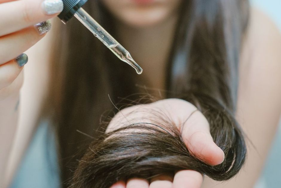 Los 4 mejores aceites y sueros para darle fuerza, elasticidad e hidratación al cabello