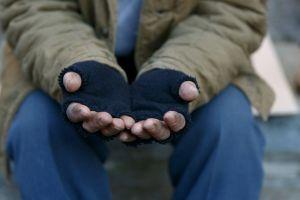 Lleva 20 años viviendo en la calle a pesar de pertenecer a una familia de multimillonarios