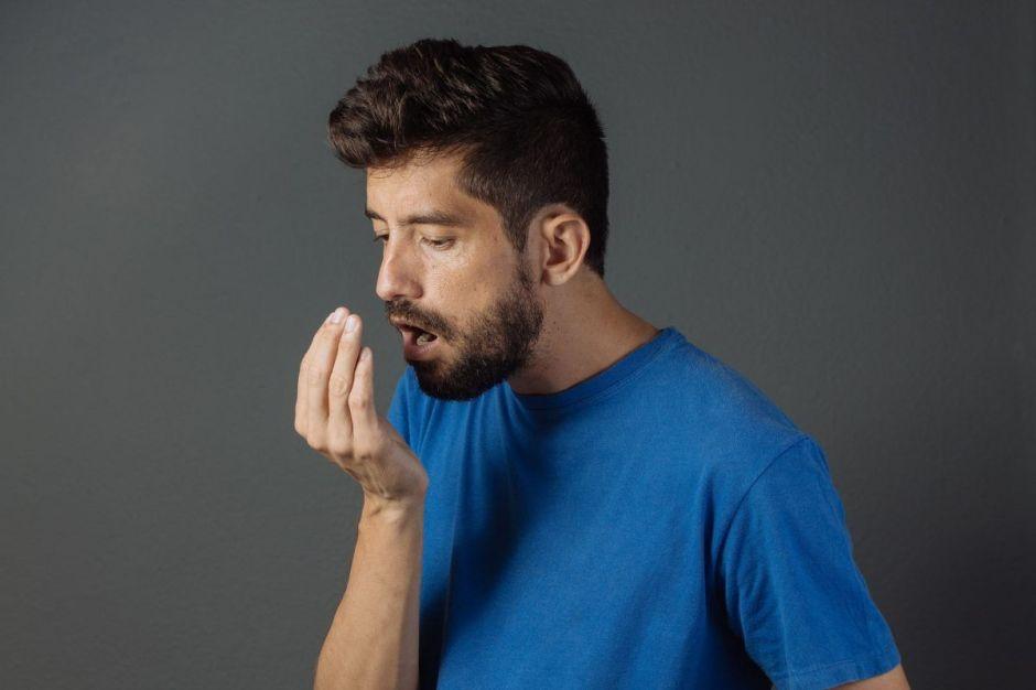 ¿Cuál es la manera más efectiva de tratar la halitosis o el mal aliento?