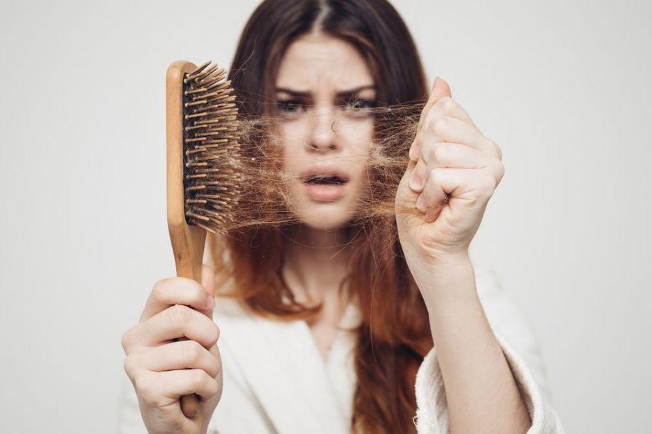 ¿Es verdad que se nos cae más el cabello durante el invierno?