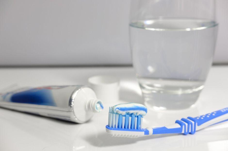 10 efectivos modos en que la pasta de dientes puede ayudarte en la limpieza de tu casa